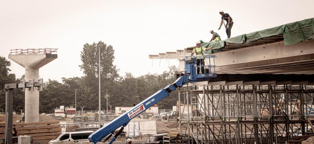 """L'AM Rinkoniën (Artes – Mobilis – CIT Blaton) les """"Fly-Overs"""" au niveau du carrefour D'Anvers Ouest."""